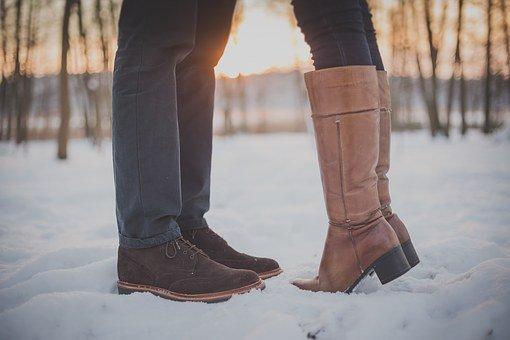 Buty na koturnie czyli botki i kozaki